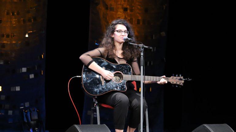 Premianții Jessica Mansour Pe aripi de chitară